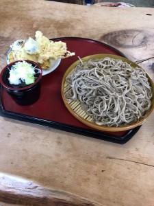 盛り蕎麦200gと野菜天ぷらハーフ 650円